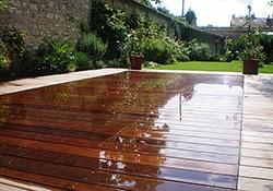Construire sur un petit terrain terrasse ou piscine for Piscine fond mobile belgique