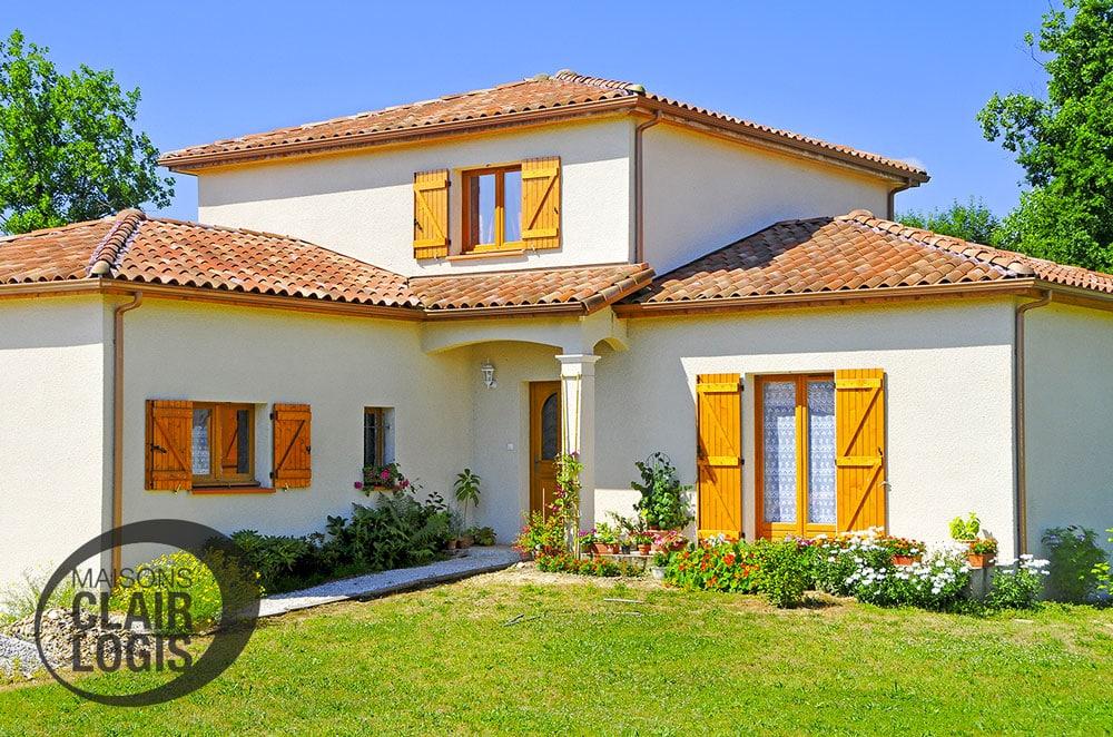 Maison traditionnelle en forme de L